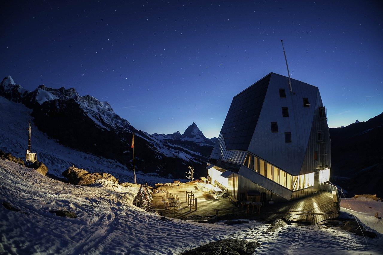 hut-by-night