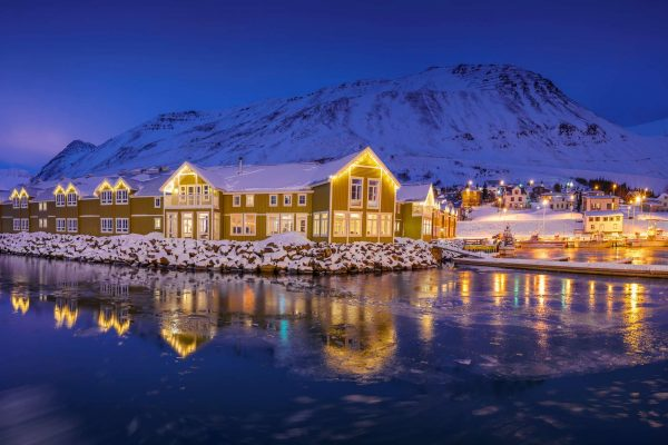 north-iceland-siglufjordur-siglo-hotel-exterior-at-night-rth-600x0-c-default
